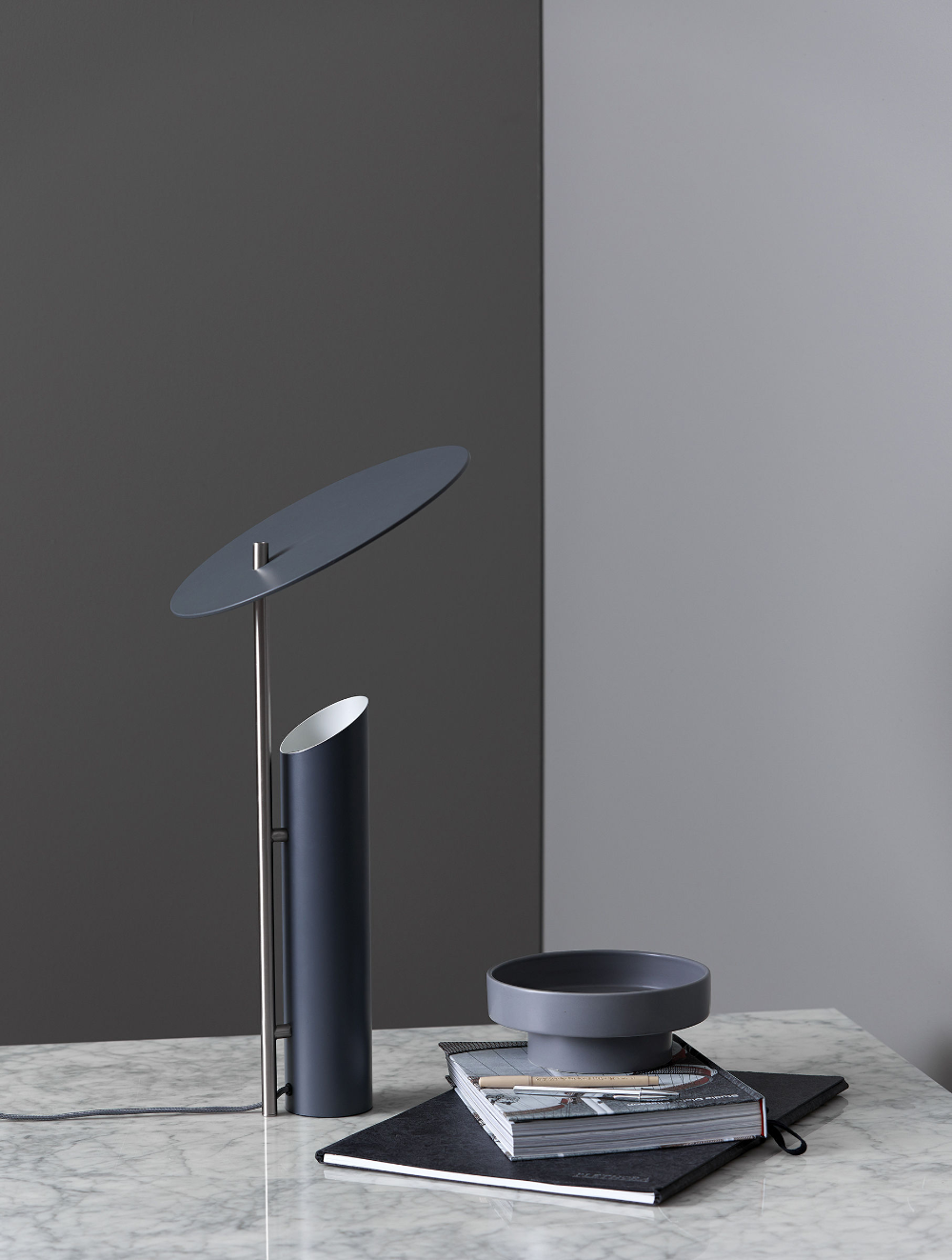 Lampe De Table Reflect Verpan Rouge Made In Design Lampe De Table Moderne Lampes Salon Lampe Design