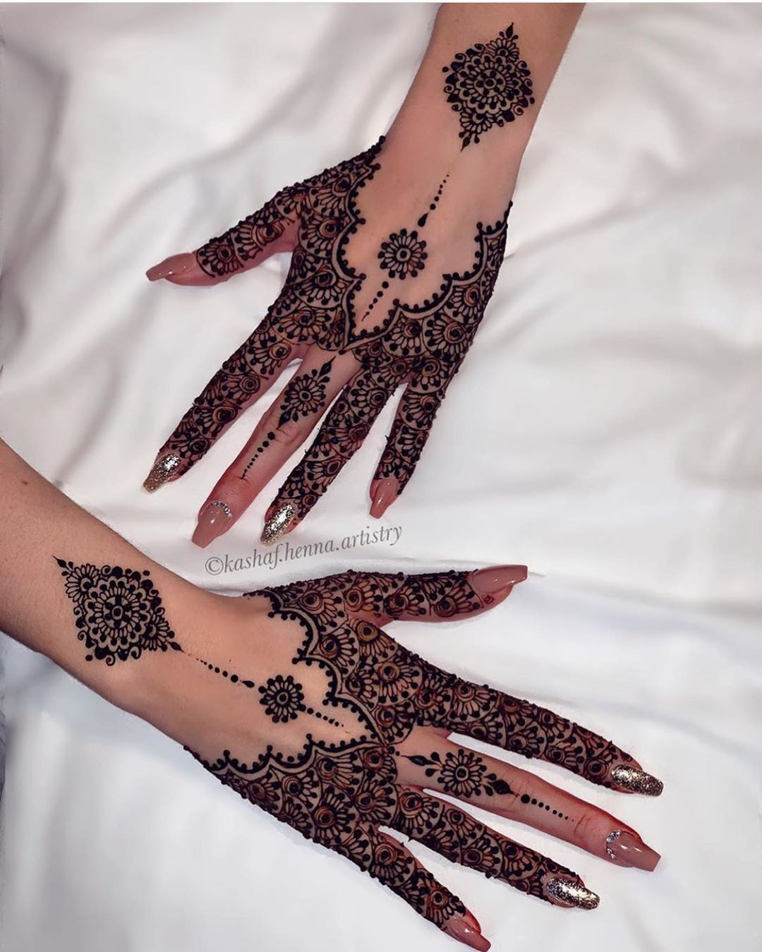 "D E S I D O L L S on Instagram: ""Loving for this gorgeous henna pattern! Save this for your Shaadi Season Inspo �� #DesiDolls"""