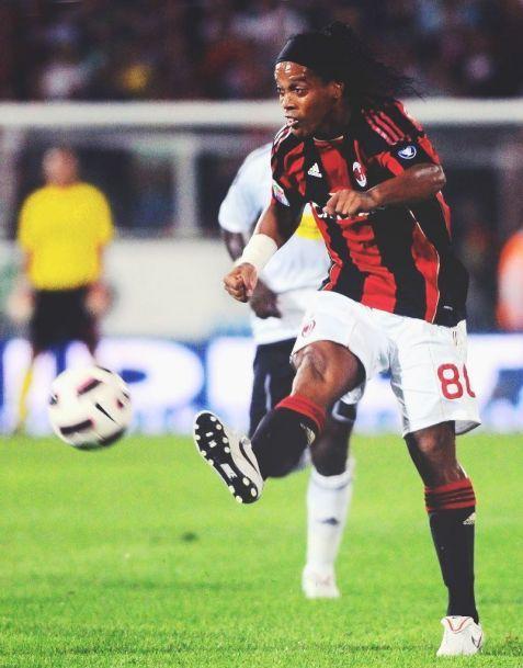 Ronaldinho Foto Dell Ac Milan Ronaldinho Tiro Libre Gol De