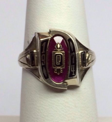 1974 Questa NM High School class ring 10K Gold. 5.6 gr. COLLECTABLES!!