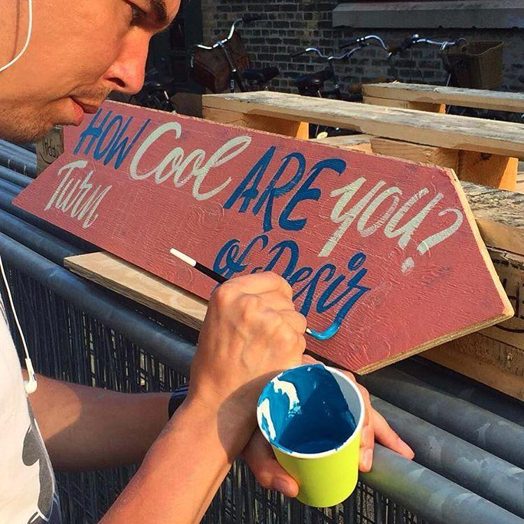 Lettering an arrow for our installation in Copenhagen @trailerparkfestival @klub7_artistcollective thanks to @copenhagensigns for the photo. #ottobaum #klub7 #handlettering #brushlettering #cool
