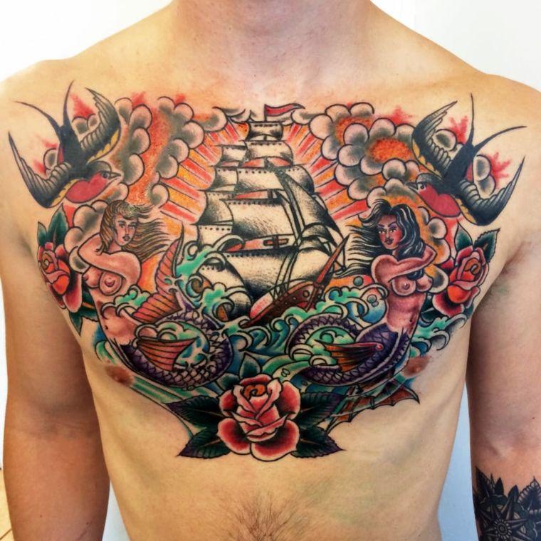tattoo old school, un disegno che ricopre interamente il petto di un uomo  con veliero, rondini, rose e sirene