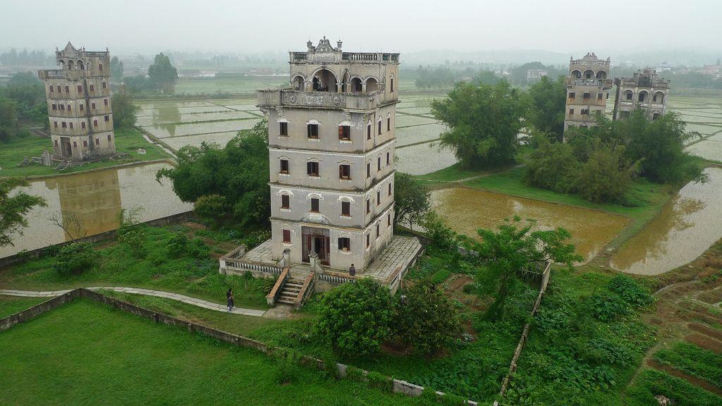 Resultado de imagem para Diaolou Towers
