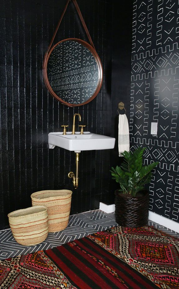 amber interiors mixed patterns in dramatic bathroom with black rh pinterest com