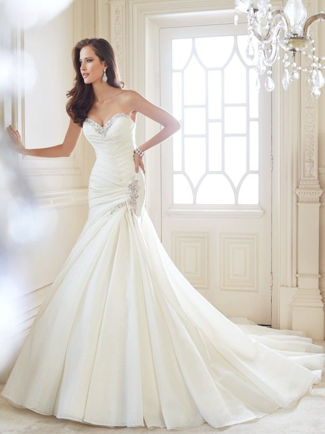 Una colección de 18 vestidos de novia impresionantes por Sophia Tolli