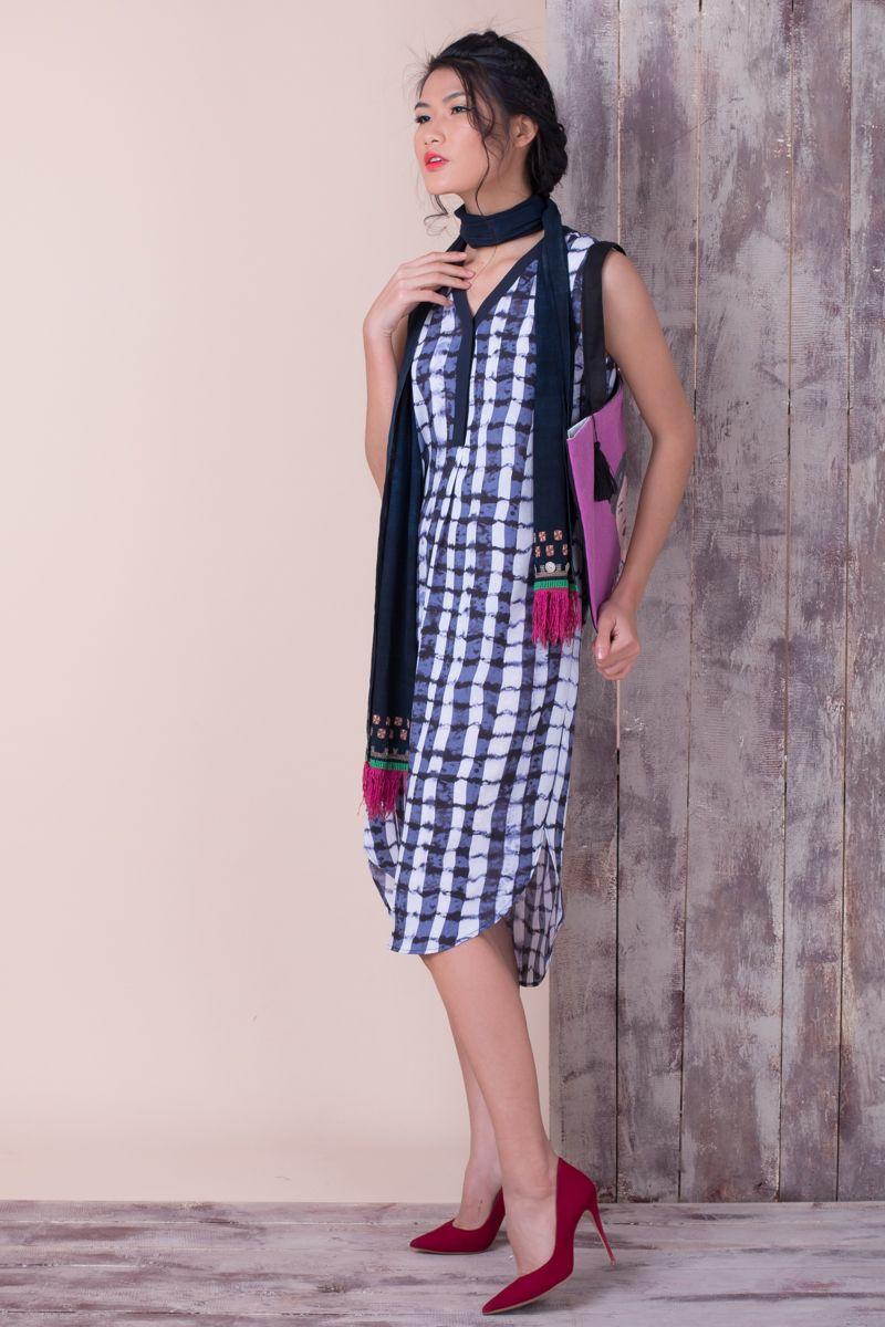 Sleeveless dress by Emporium Hanoi; Dao Tien scarf; tote bag by Eugenie Darge of Saigon