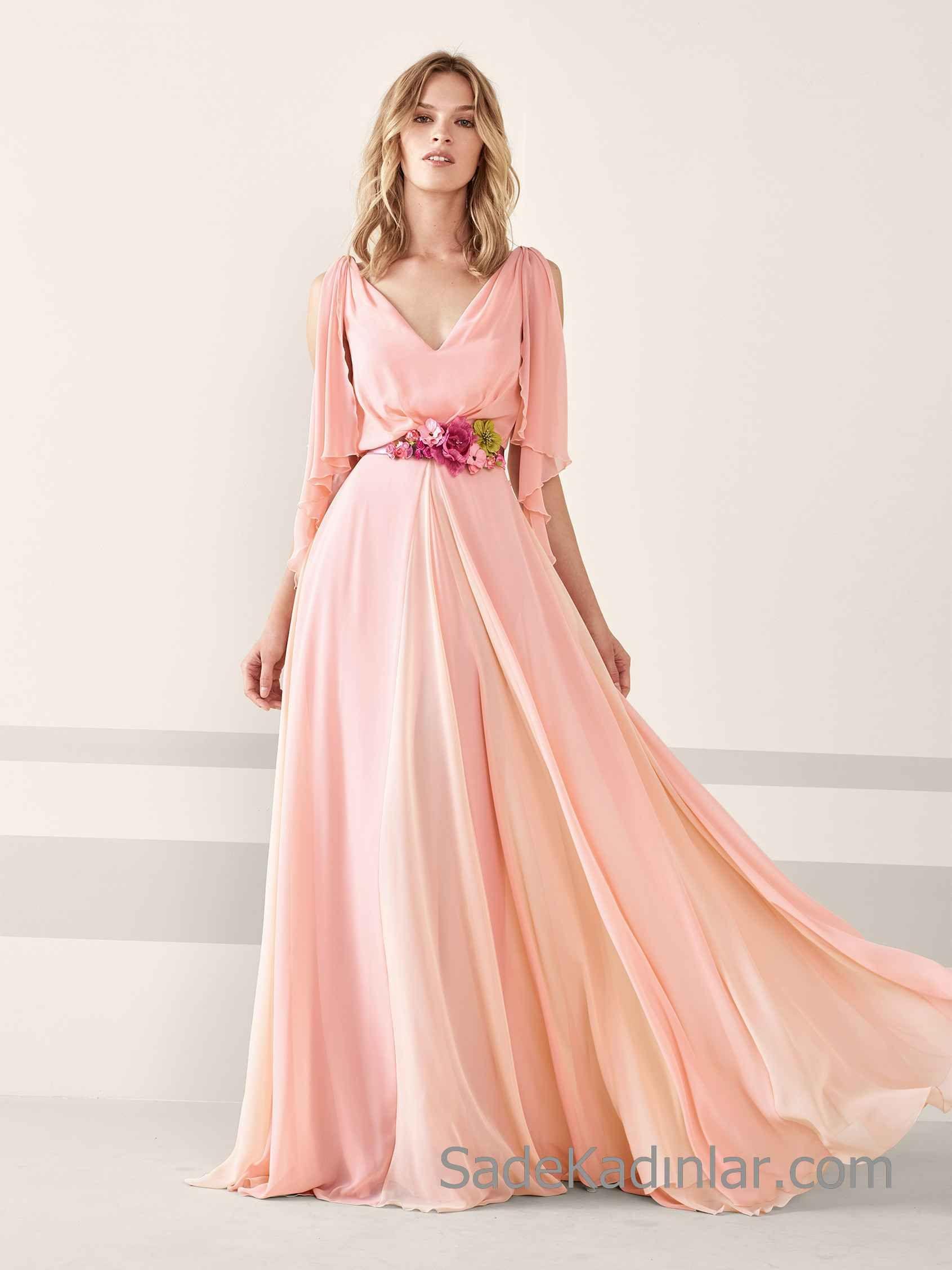 a15bb620c4fd7 Pronovias 2019 Abiye Elbise Modelleri Pembe Uzun V Yakalı Kısa Kollu Çiçek  Aksesuar Kemerli