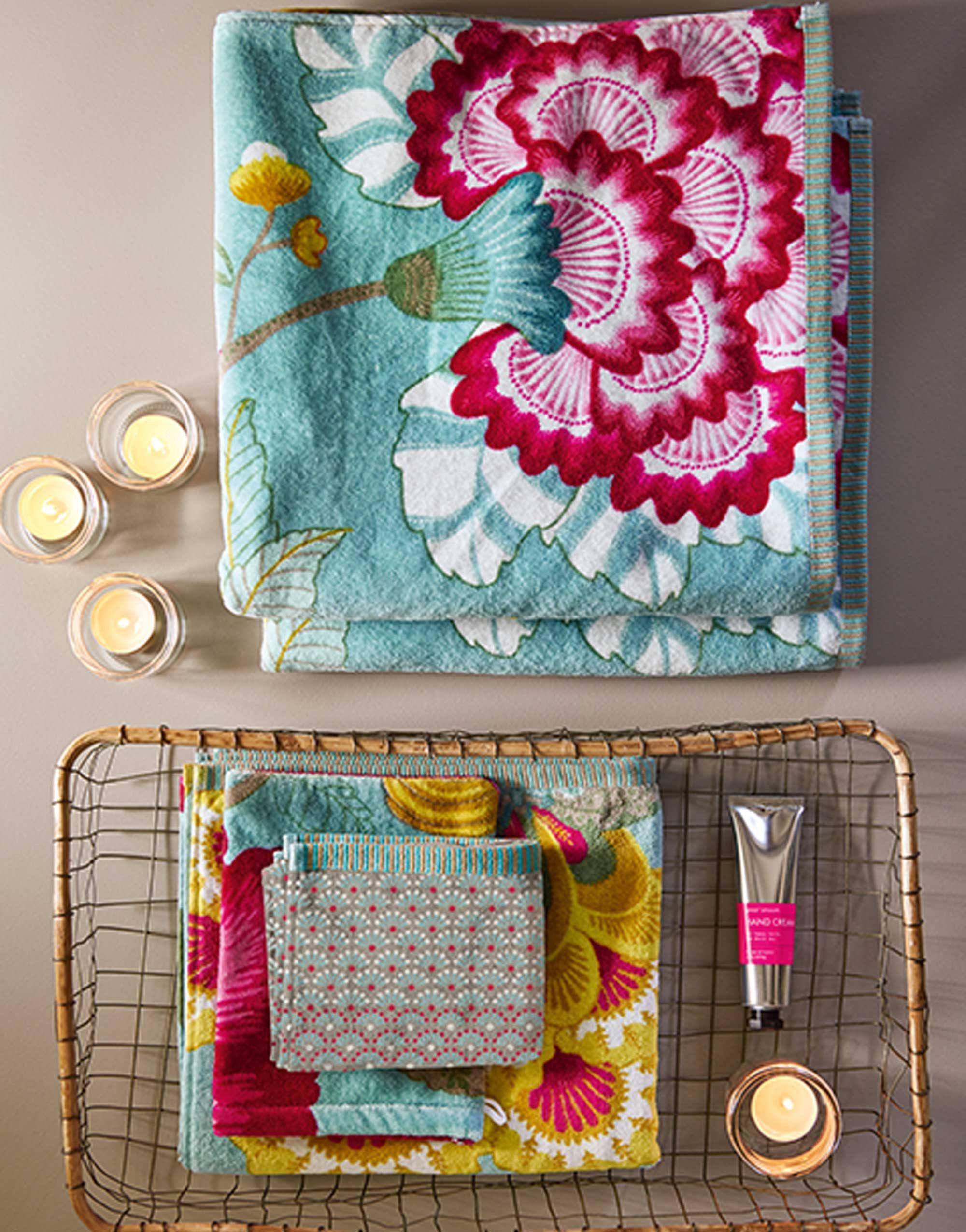 96d01c16aff Pip Studio Floral Fantasy Handdoek Licht petrol in 2019 | Just ...