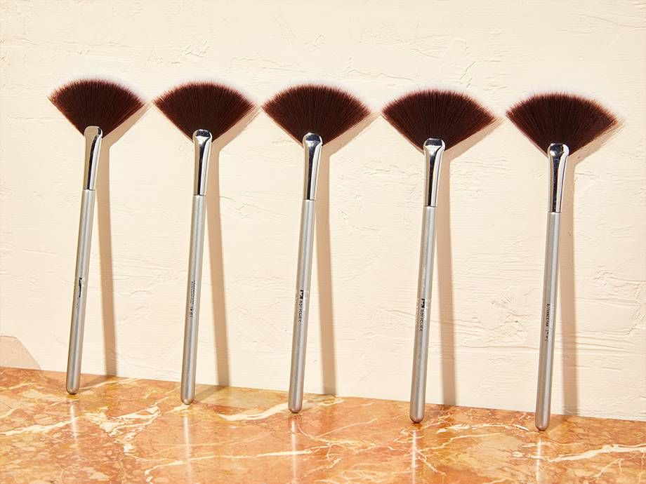 How To Use A Fan Makeup Brush Please Follow This Pin In 2020 Fan Brush Makeup Makeup Brush Uses Makeup Brushes