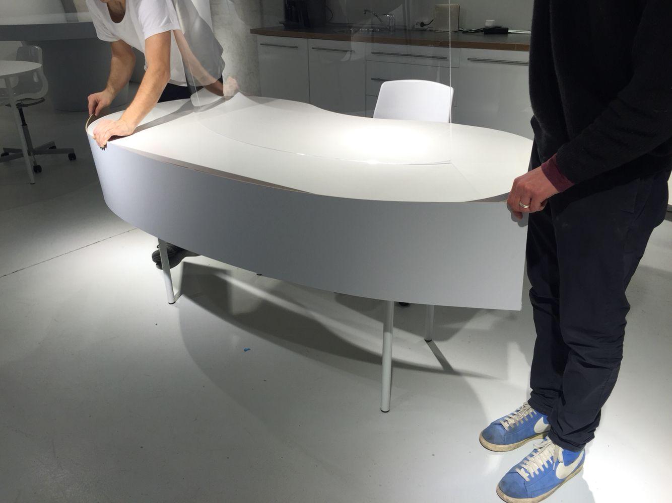 Tisch mit Blende