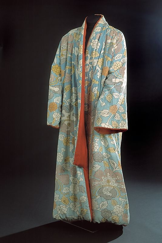 In 1641 the Dutch  became the only European power permitted by the shogunate to trade with Japan. This fashionable morning gown was made in Japan especially for Dutch traders who acquired such garments as gifts for high-level Dutch East India Company executives. In construction, it resembles Japanese kimonos, as lacks shoulder seams and has two long pieces of cloth extended unbroken over the shoulders. The sleeves, however, are attached in a manner more typical of Western dress.