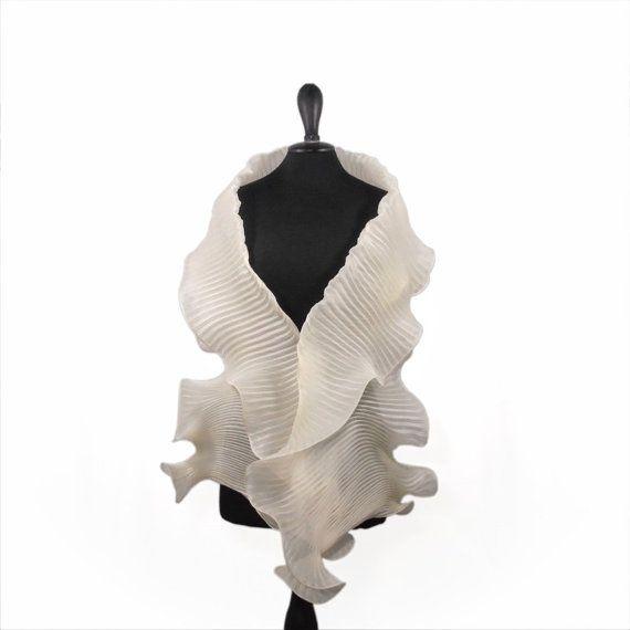 più amato 2eb77 224e1 Pleated white cream shawl in pure silk organza - elegant ...
