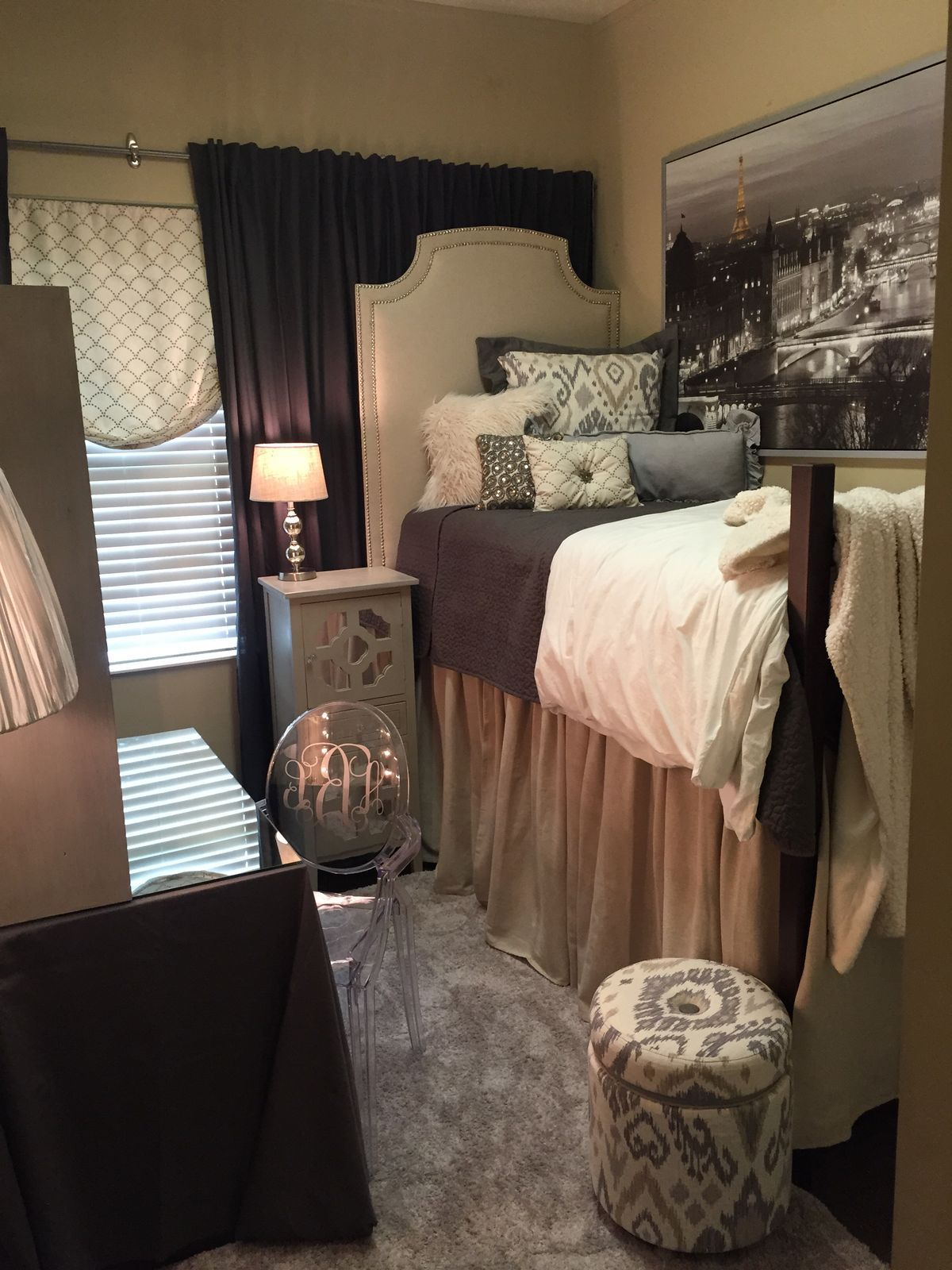Dorm Room Layouts: Pin By Melissa Munsterman On Beds