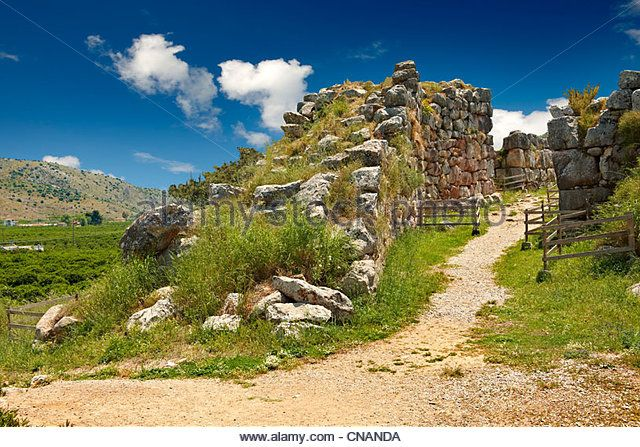 main-gate-of-tiryns-or-a-mycenaean-city-archaeological-site-peloponnesos-cnanda.jpg 640 × 447 pixels