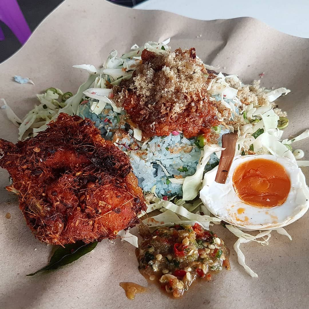 Nasi Kerabu Warung Pelita Hilltop Reasonably Good Nasi Kerabu Just The Ayam Goreng Berempah Taste Soso Eat