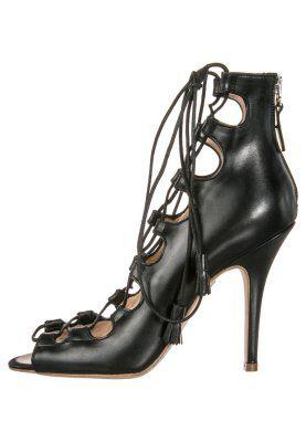 Liam Fahy (€425) http://www.emeza.de/liam-fahy-brigitte-high-heel-peeptoe-black-lf211a004-802.html