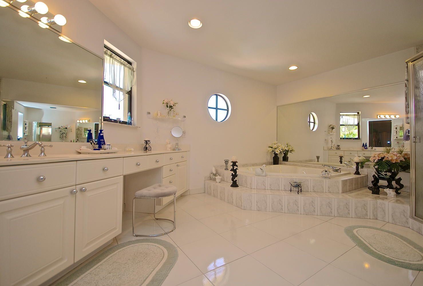 Jacuzzi in master bedroom  HER large master bathroom with a jacuzzi and shower  Miami Real