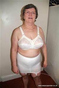 Honey granny girdle cunt has great