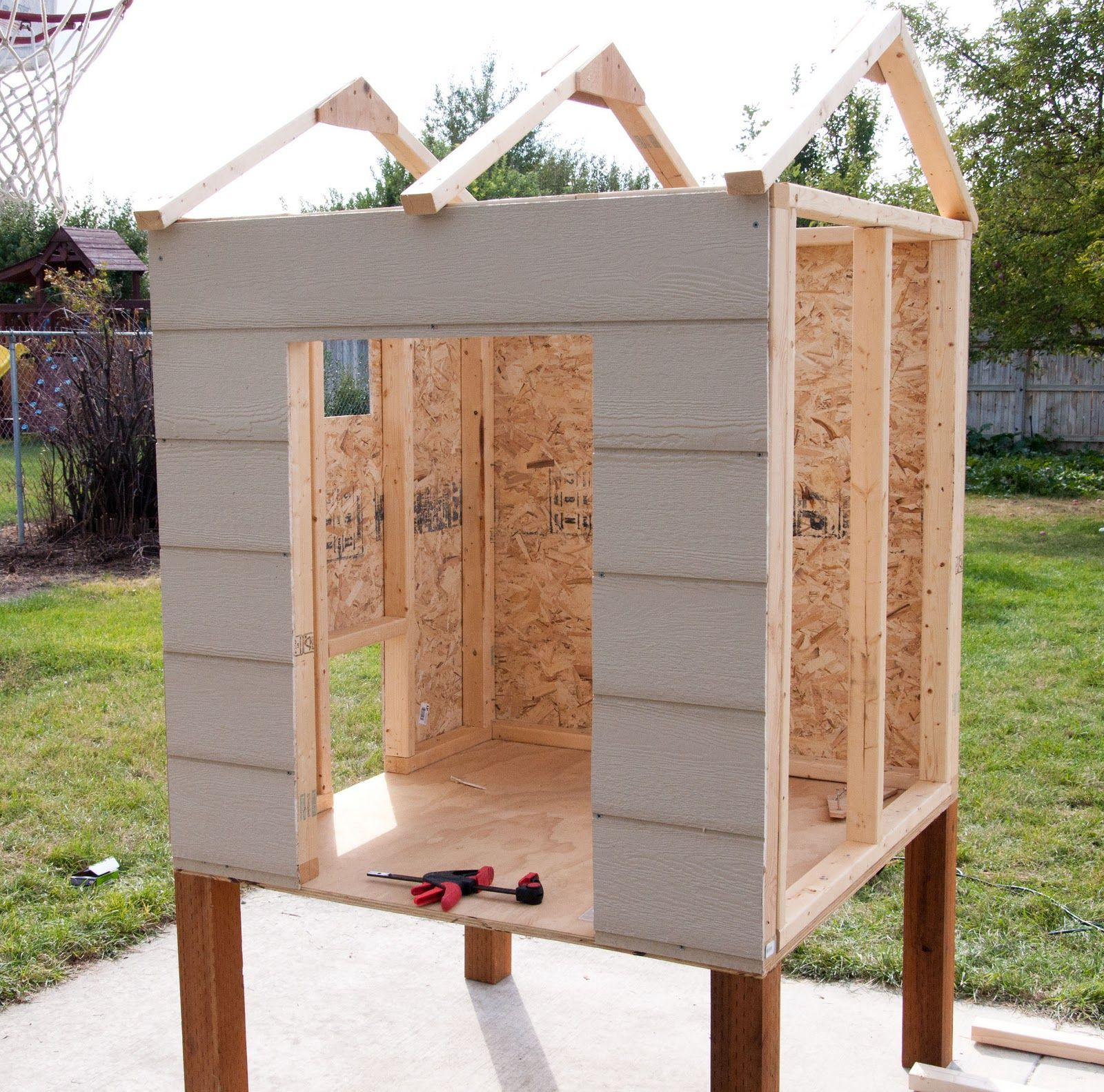 Wonderful Diy Recycled Chicken Coops: 5 Simple Steps On How To Build A Backyard Chicken Coop