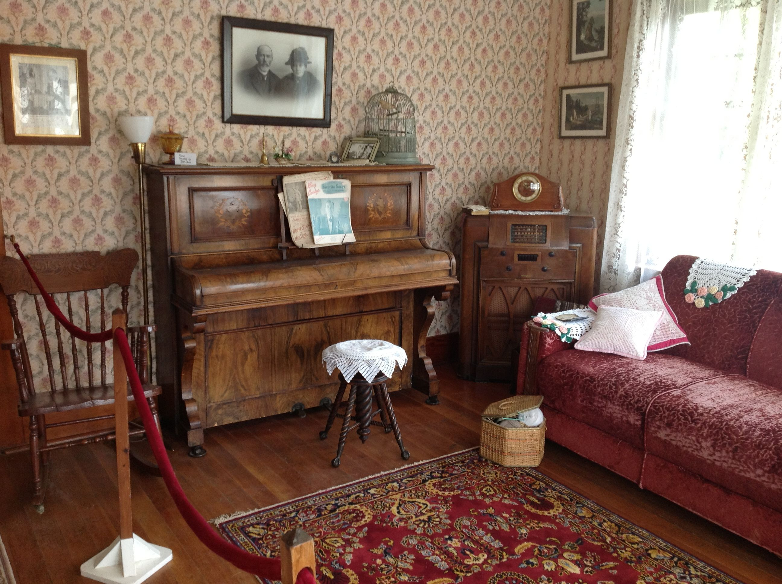 The piano in this gorgeous front parlor of the conductor 39 s for 1940s decoration