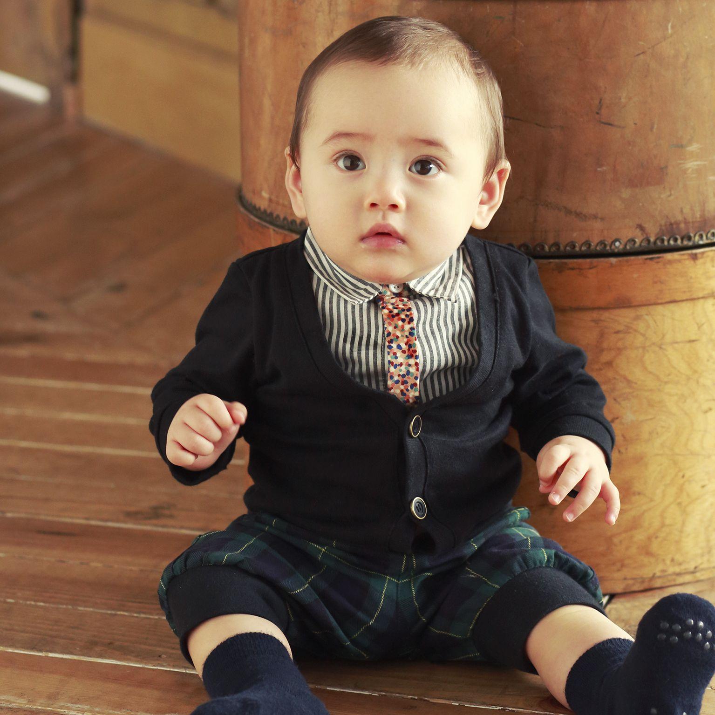 赤ちゃんに着せたいカーディガンのアイデア☆黒カーデで大人っぽく♪