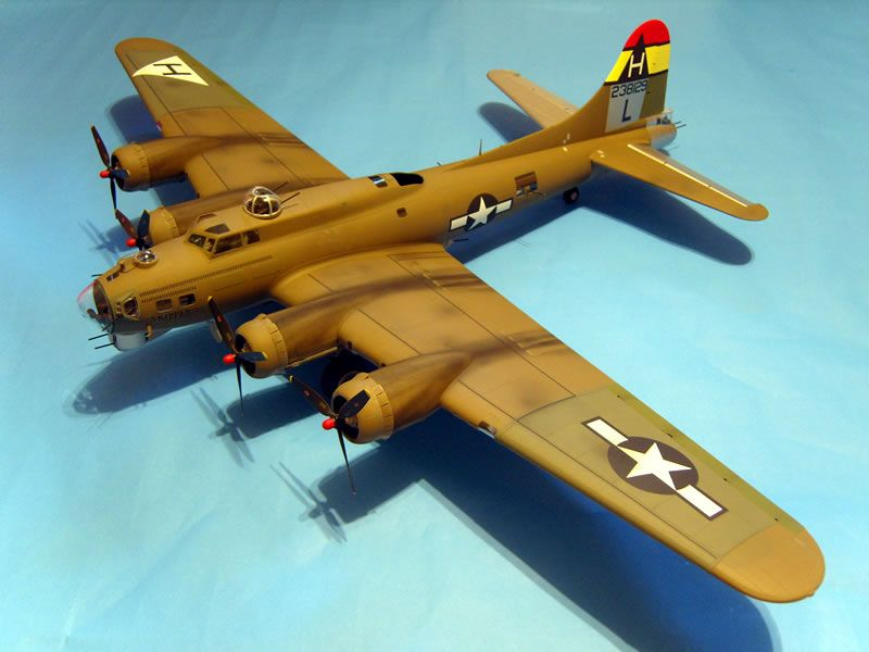 HK Models 1/32 Boeing B-17G Flying Fortress | Large Scale