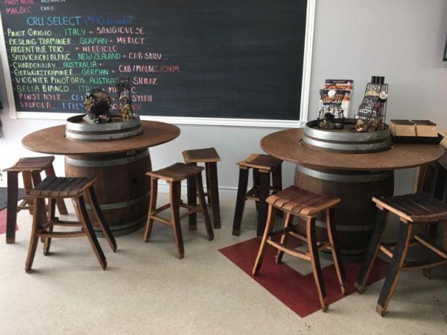 Wine Barrel With Table Overlay Other Tables Ottawa Kijiji