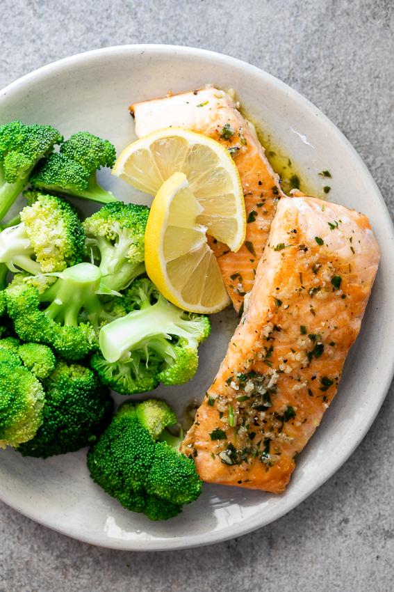 White wine garlic salmon – Simply Delicious