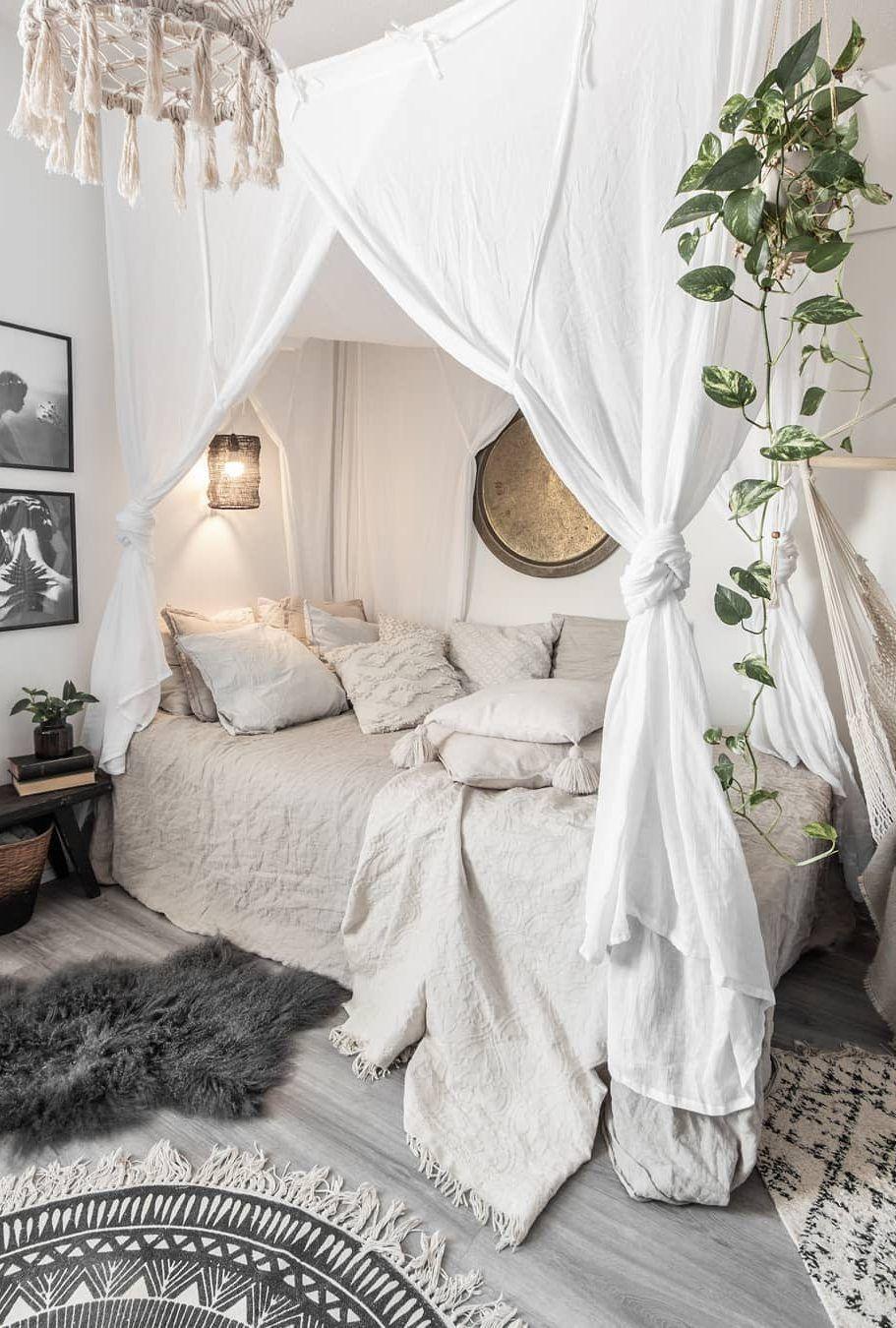 50+ coole und moderne Schlafzimmer Design und Dekoration Ideen Teil 35 -  50+ coole und moderne Schlafzimmer-Design- und Dekorationsideen Teil 35; Schlafzimmer Ideen; Schlaf - #coole #dekoration #design #ideen #moderne #schlafzimmer #Teil #und #small master bedroom #bohemianbedrooms