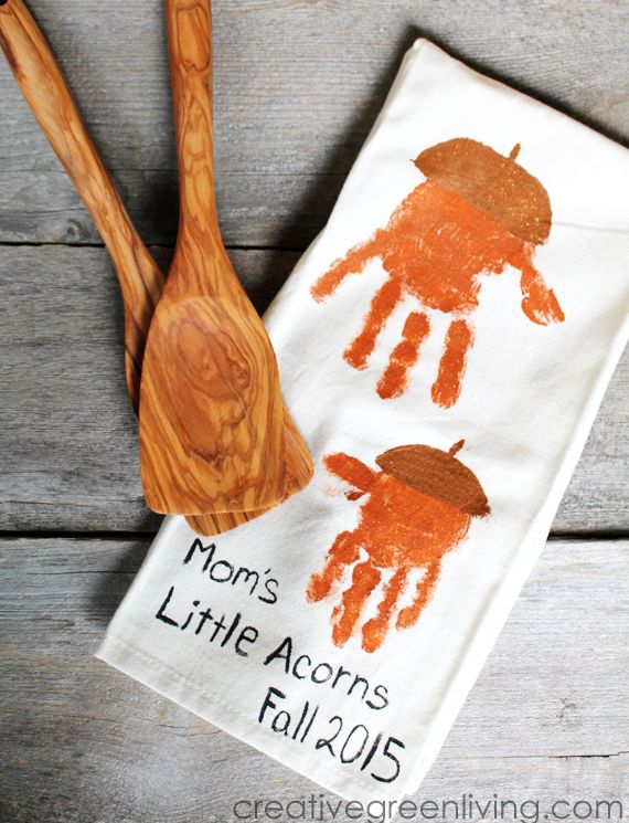 {Kids Craft} Make Acorn Handprint Kitchen Towels #fallcraftsfortoddlers