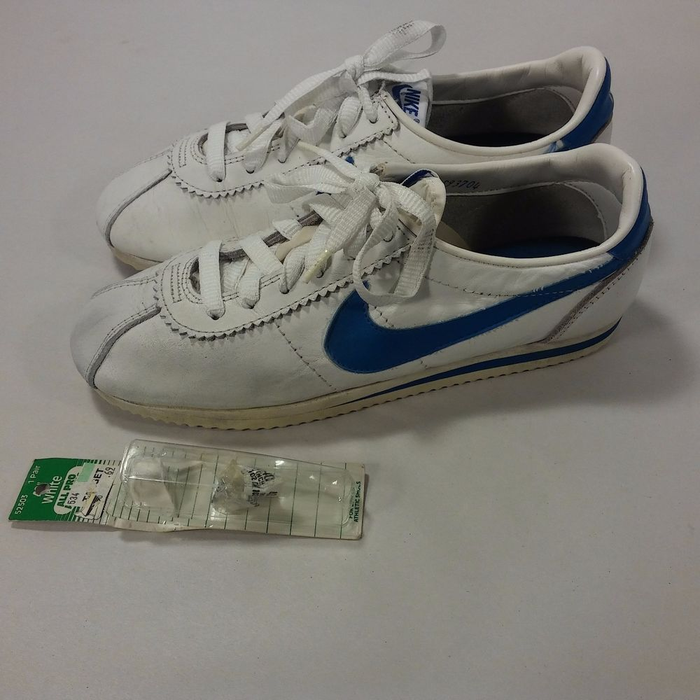low priced 57d34 09cd8 VINTAGE Women's 80's Nike Swoosh Running Shoes Cortez RARE ...