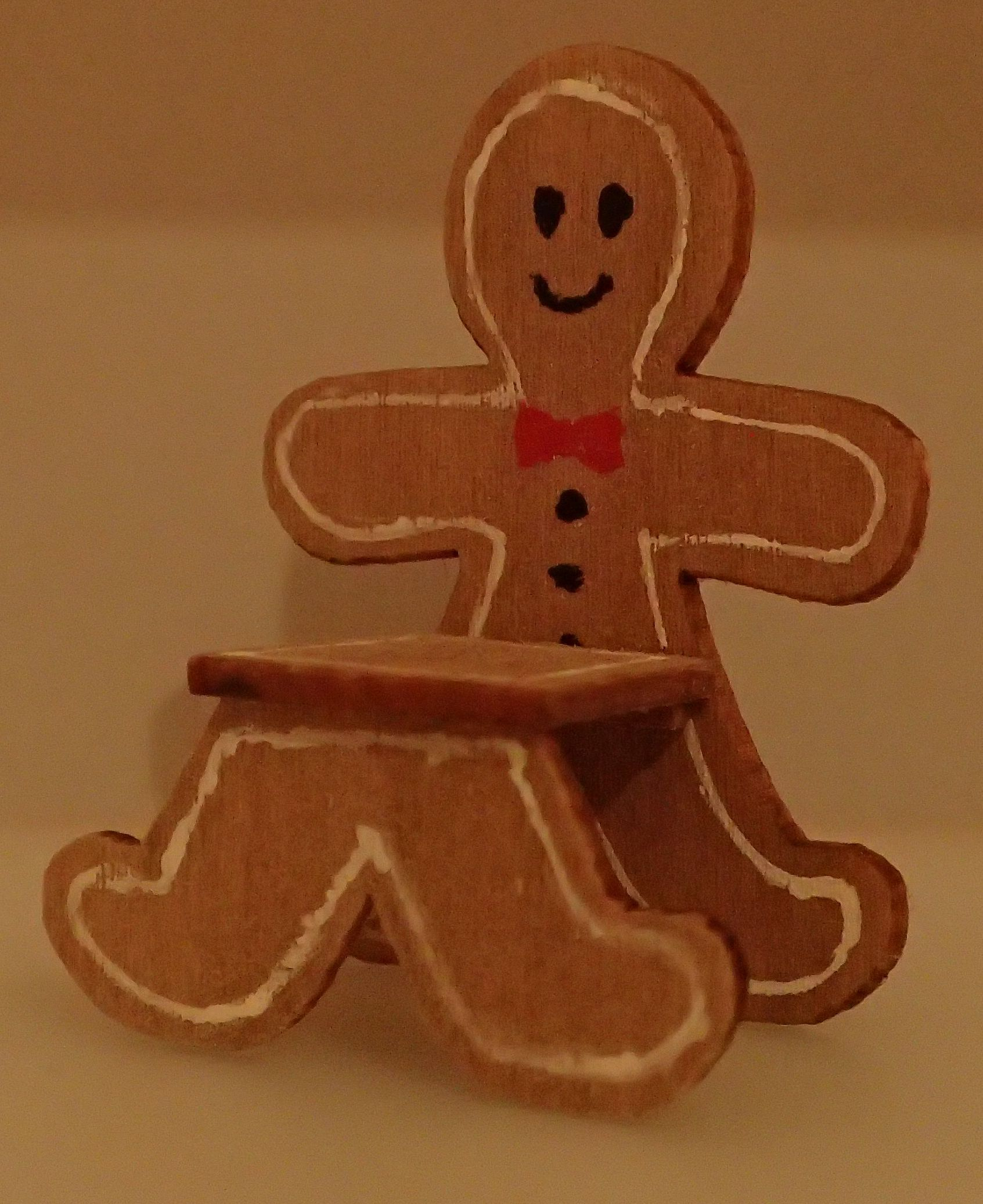 Gingerbread man chair kit in 112 and 124 scales (2015