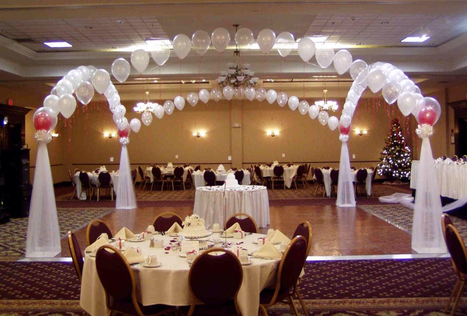 Balloon Dance Floor Canopy With Tulle And Bows