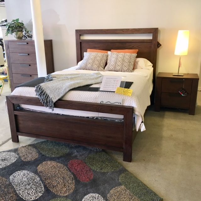 Best Sturdy Rustic Bedroom Set Available In Queen And King 640 x 480