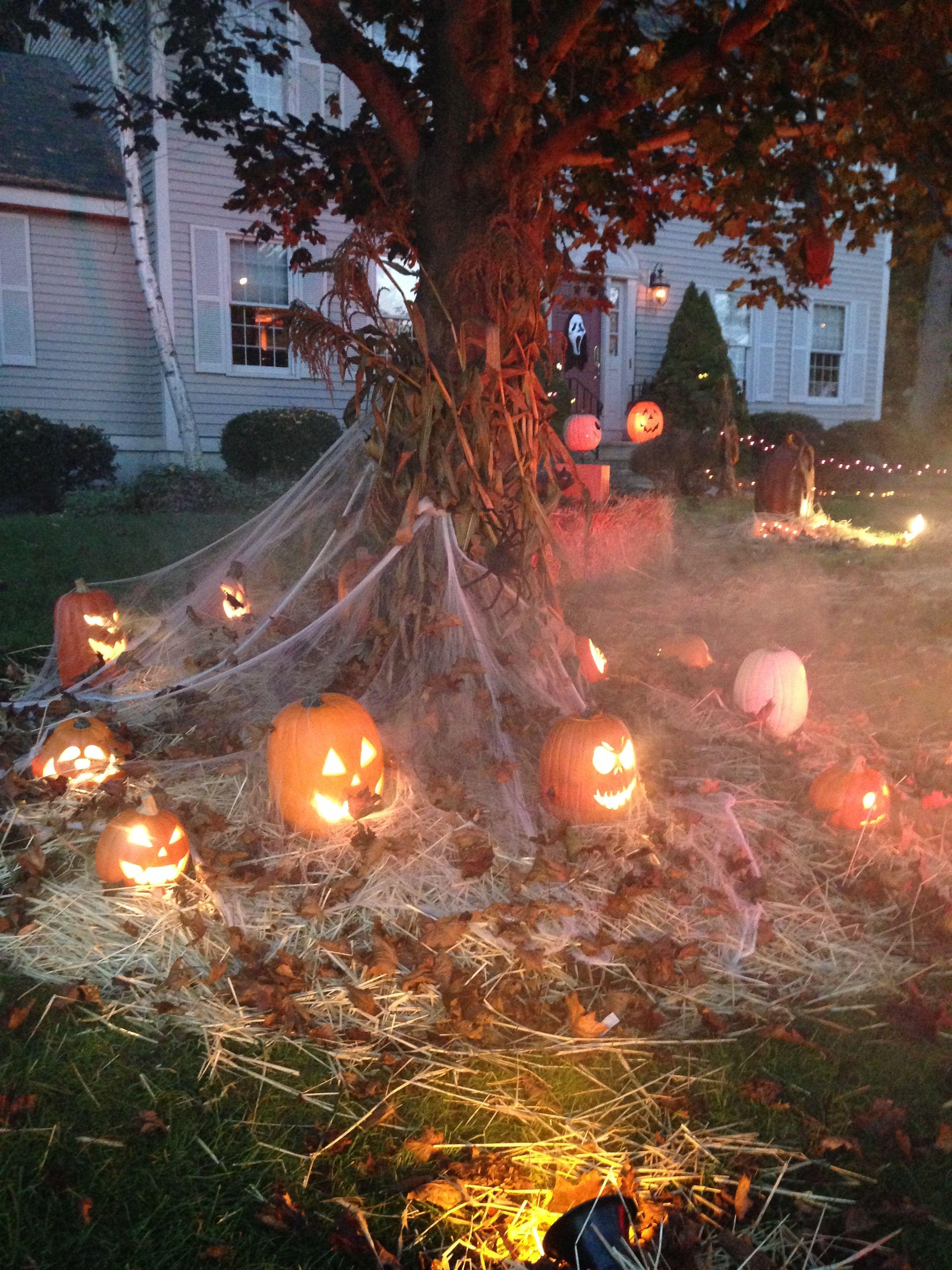 Deco De Citrouilles Inspiration De Decorations D Halloween Decoration Halloween Exterieur Halloween Exterieur Decoration Halloween Maison