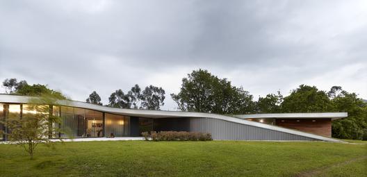 Residência e Hotel CAEaCLAVELES / longo+roldán arquitectos - Fachada_sureste