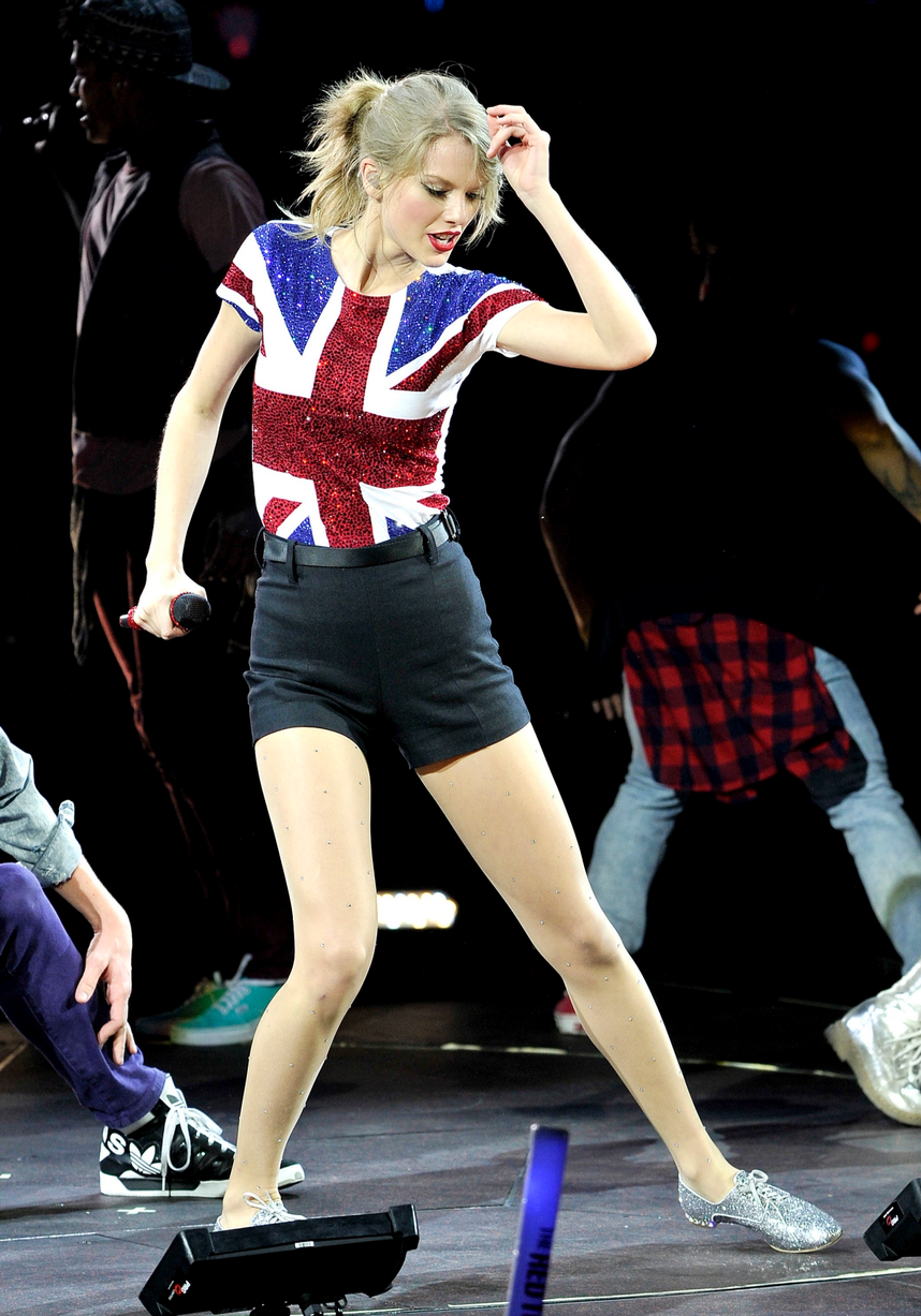 Celebrities Wearing The Union Jack Geri Halliwell Kate Moss Taylor Swift And More Support United Britain Taylor Swift Red Tour Taylor Swift Web Taylor Swift