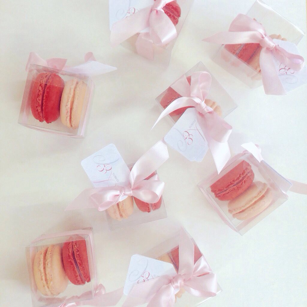 Macaron wedding favours #weddingfavours #favours #macaronfavours ...
