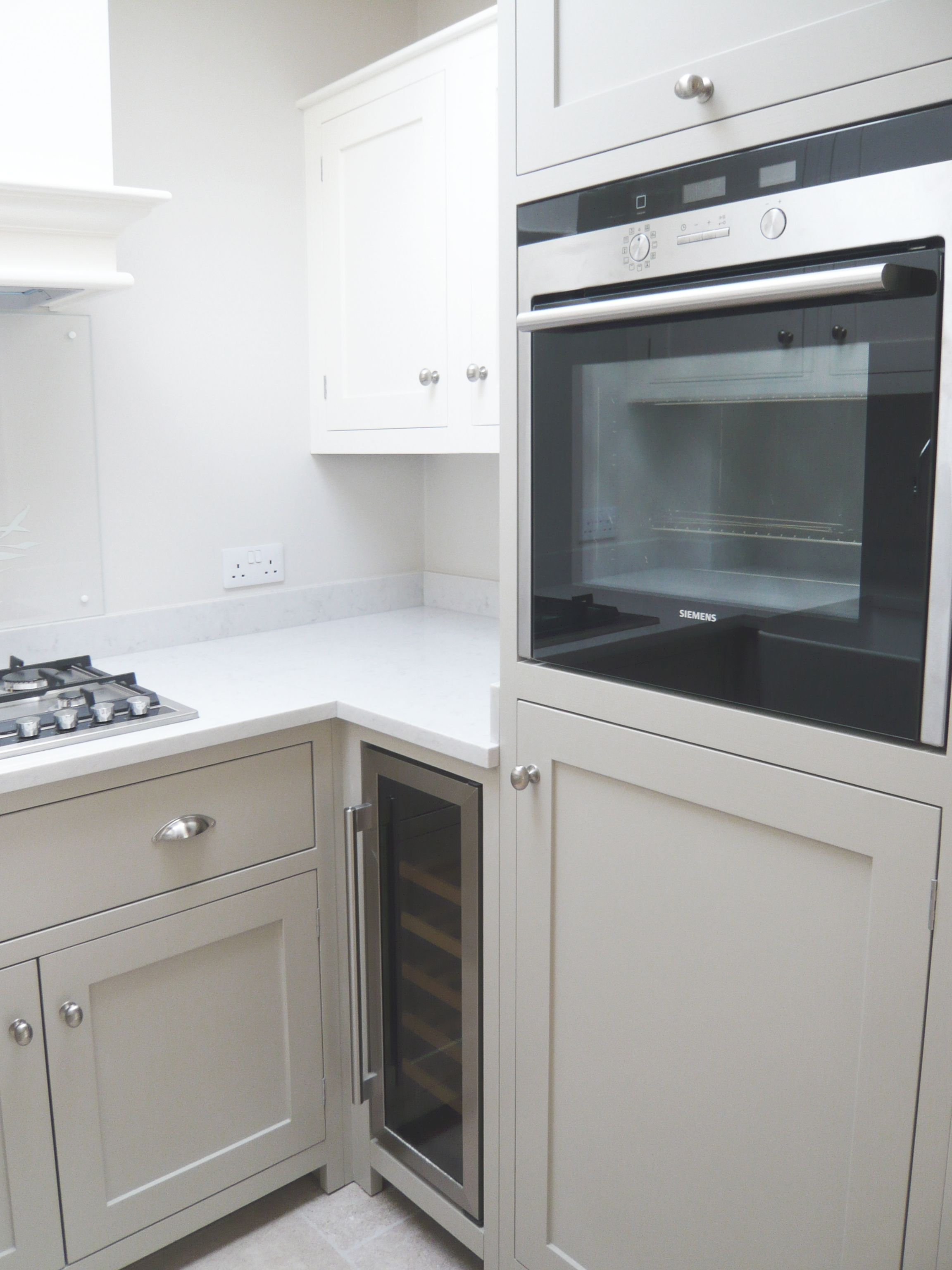 Home küche einfache design bilder this shaker kitchen in a holland park flat may be small but with the