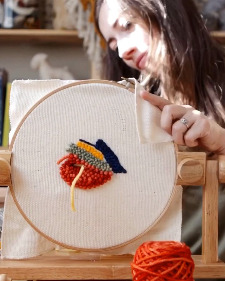 Aiguille de poinçon   – embroidery with punch neddle – 1