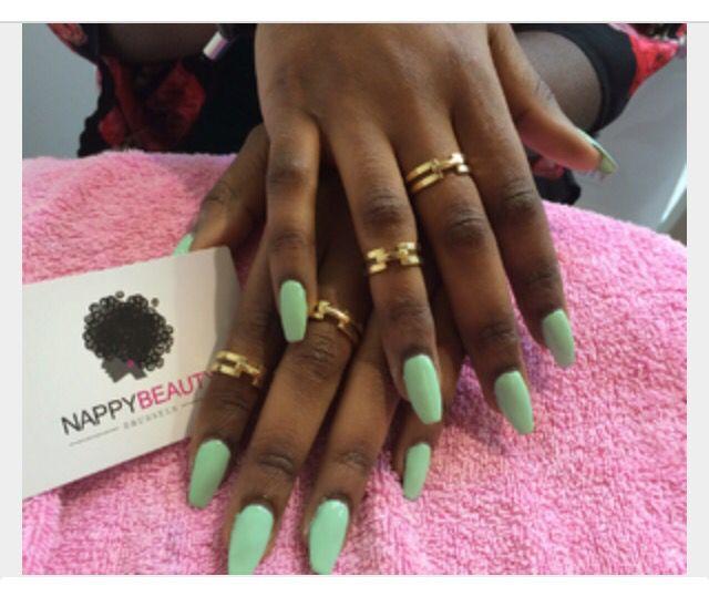 mint & dark skin nails