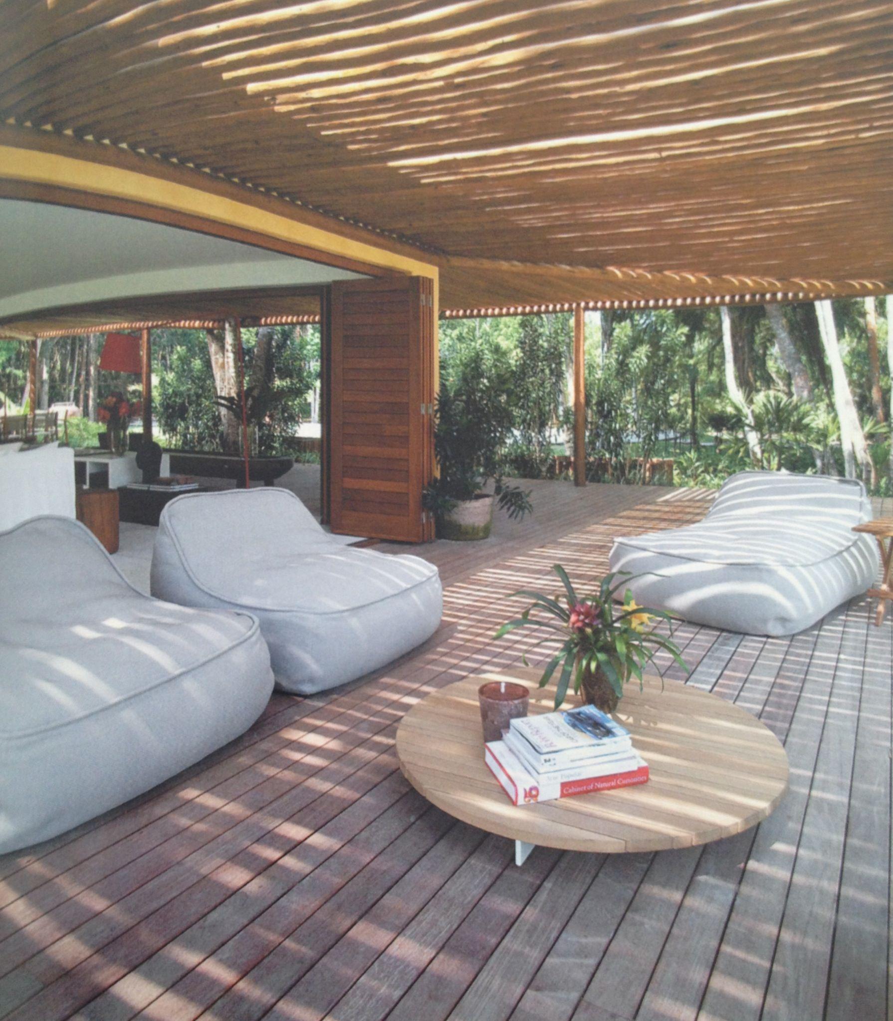 Pin de Laura Schuch em Terraço Casa com alpendre, Varanda de madeira e Pergolado de bambu -> Decoração De Varandas Externas De Casas