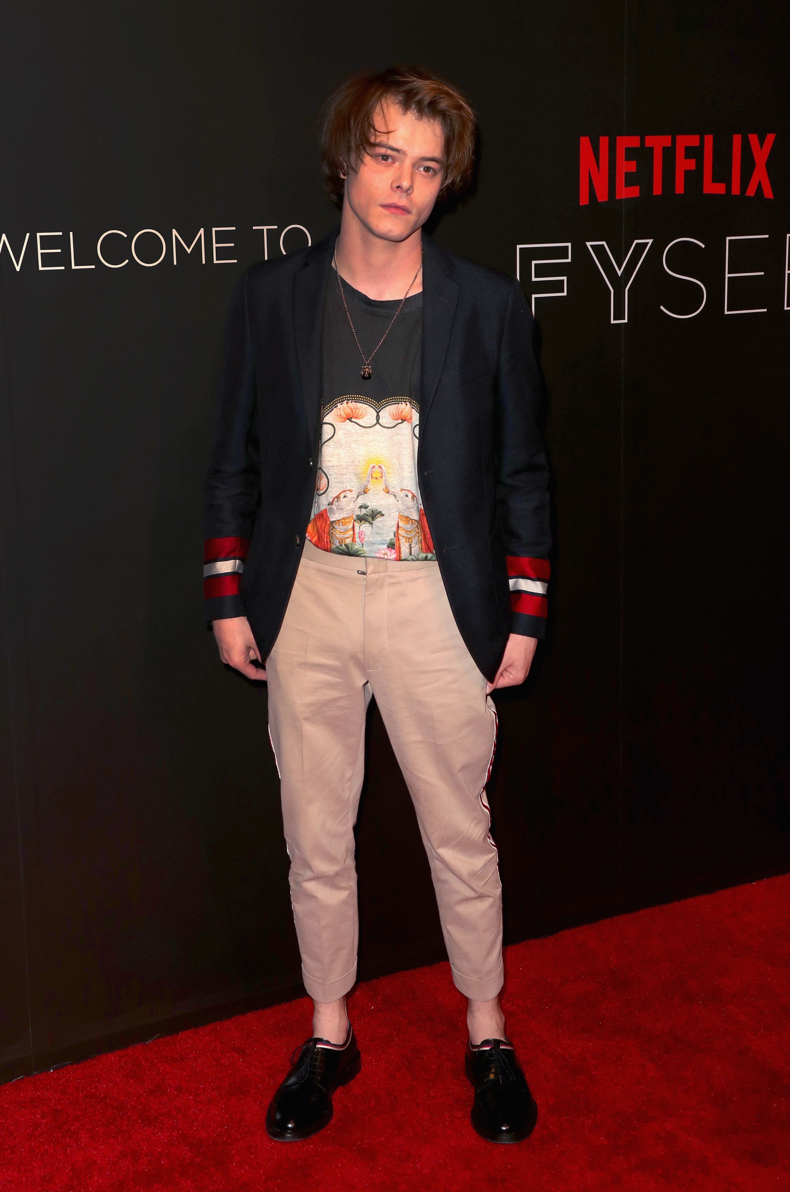 Charlie Heaton Wore A Gucci Cruise 2017 Cotton Jacket, Chino