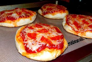 Crafts Recipes and Life: Mini Pizzas