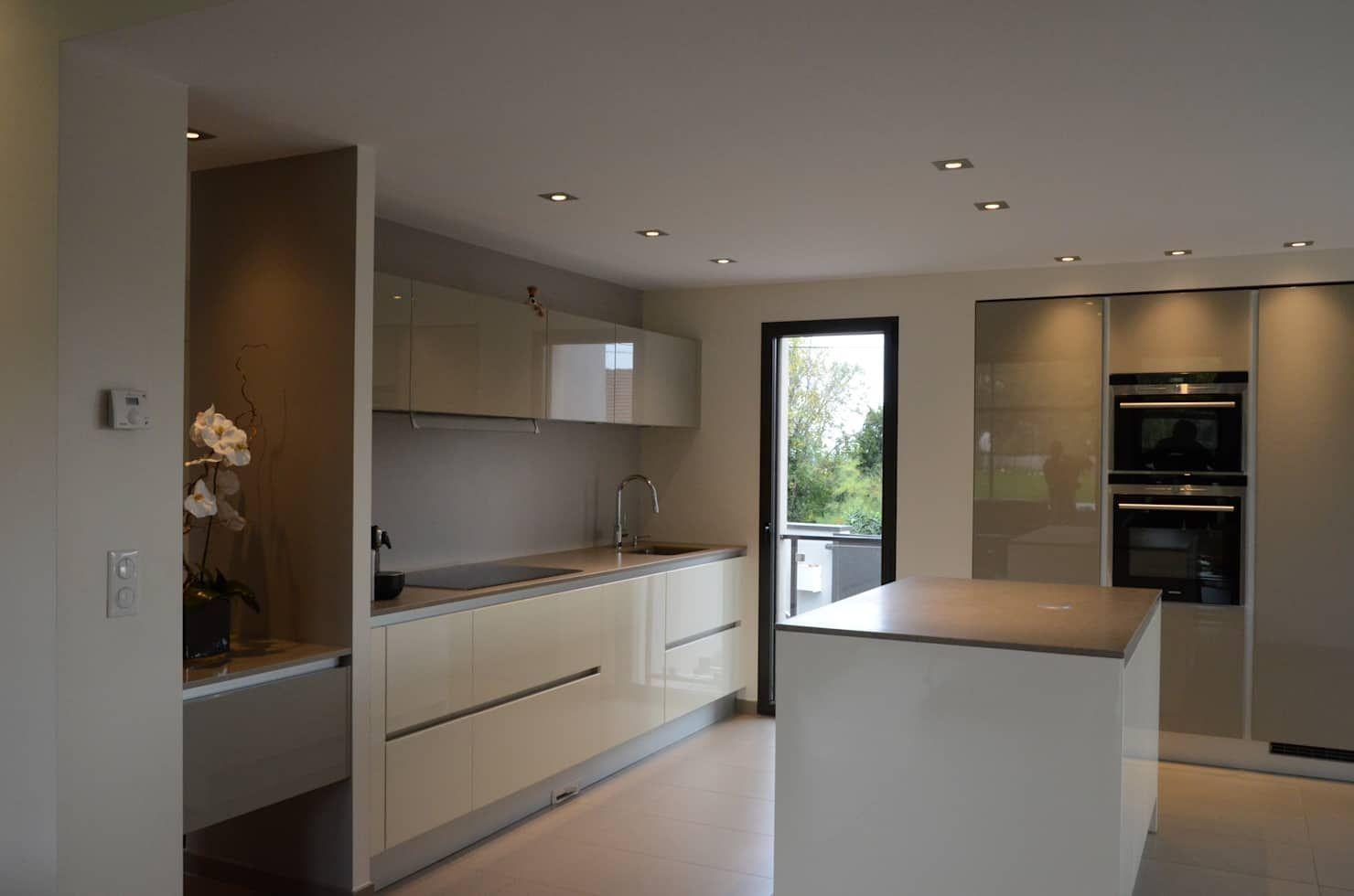 Cuisine Avec Ilot Central Cuisine De Style Par Pierre Bernard Creation En 2019 Cuisine Moderne Kitchen Cabinets Home Decor Et Kitchen Island