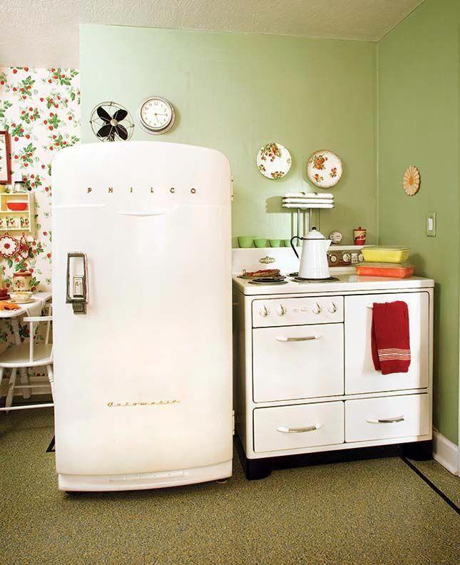 Vintage 1950s appliances (Photo: Blackstone Edge Studios)  1950's Vintage Kitchen Inspiration for Kate Beavis Vintage Expert #1950skitchen #fiftieskitchen #1950skitchenideas #kitchenideas #vintage #vintagekitchenideas #vintagekitchen #vintagedecor #vintagehome