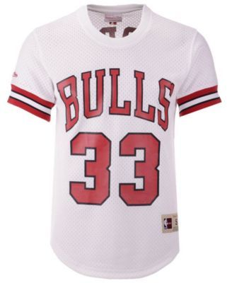 8e199c17b39 Mitchell   Ness Men s Scottie Pippen Chicago Bulls Name and Number Mesh  Crewneck Jersey - White XXL