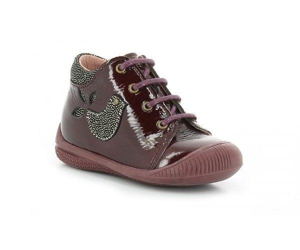 Dans ses souliers vernis, votre petit moineau roucoulera de plaisir. Les petites Birdy d'Aster comportent un contrefort matelassé à l'arrière du pied pour assurer à votre enfant un confort et une