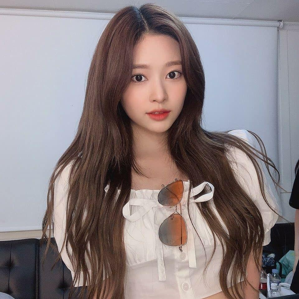 Pin oleh IU Hama di IZONE (아이즈 원)   Selebritas, Gadis, Rambut ala korea