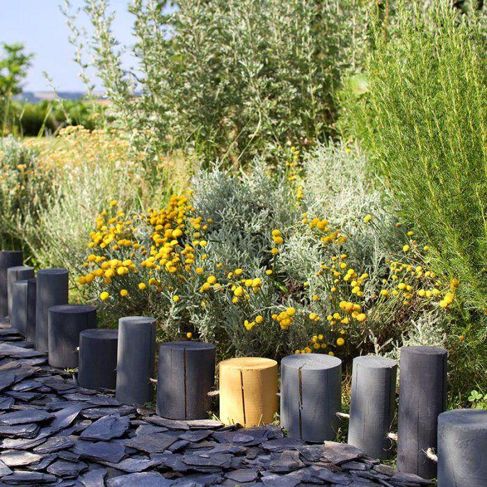une bordure de rondins pour le jardin jardin pinterest. Black Bedroom Furniture Sets. Home Design Ideas